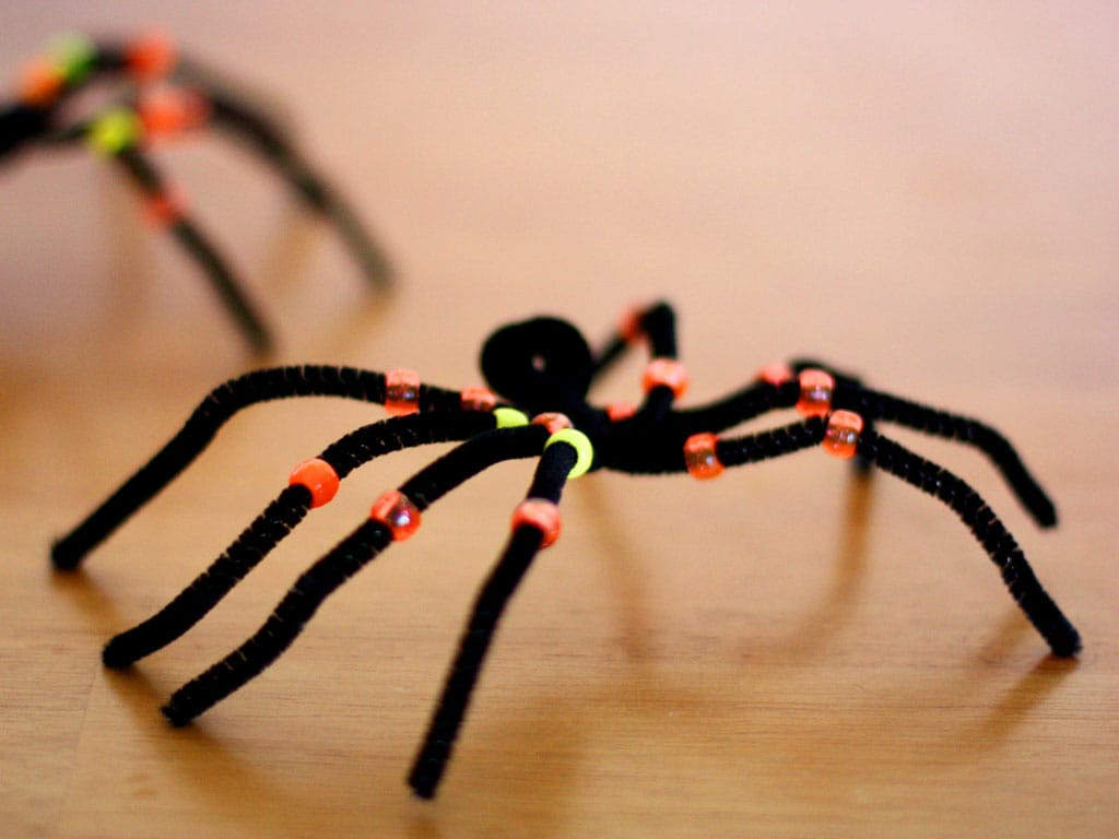 Creepy crawly pipe cleaner spiders for Arts and crafts cricket