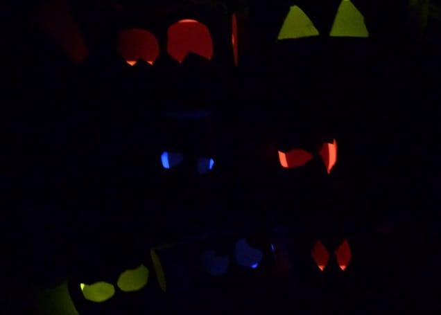 Glow stick halloween eyes for Glow sticks in toilet paper rolls