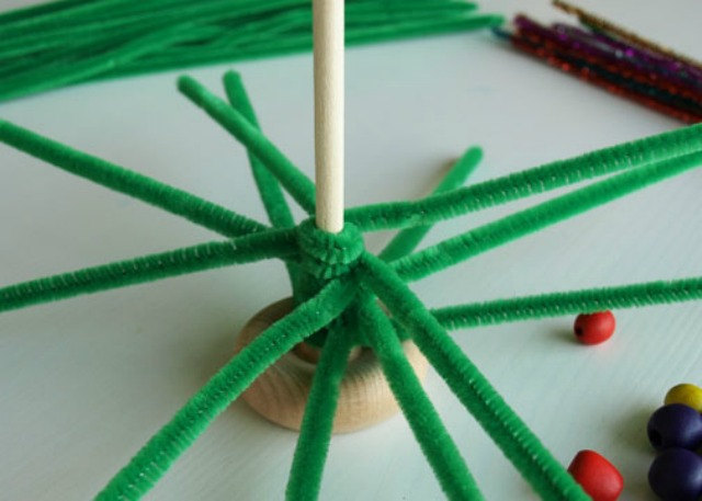 Pipe cleaner christmas tree for Pipe cleaner christmas crafts